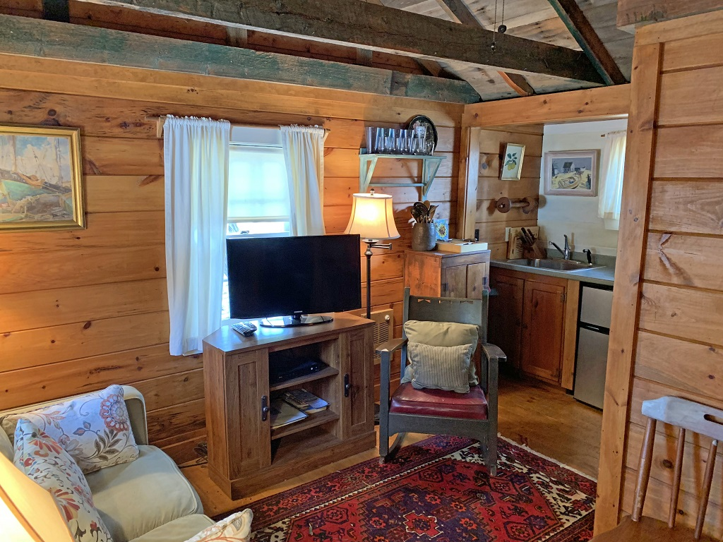 Cottage Grove #1- Cozy Pet Friendly Cottage w/ AC